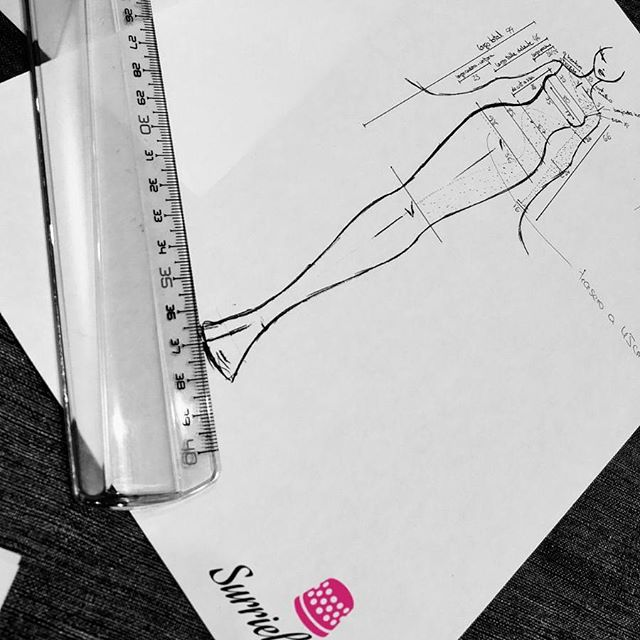dibujo de vestidos de fiesta diseñado por Surriel Atelier, tu modista en Barcelona